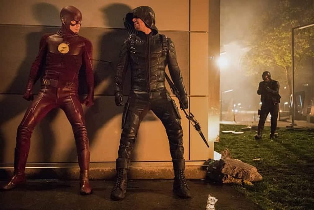 La sortie de la saison 6 de Flash est discutable alors que Arrow est annulée. 4