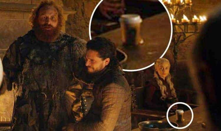 Game of Thrones saison 8 épisode 4 : la gobelet de Starbucks a-t-elle été laissée par Sansa ou Daenerys ? 2